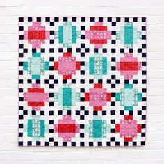 Domino Quilt Pattern (PDF Download) now available! Obsessed with this Christmas quilt. Beginner quilt and modern quilt pattern. Quilt by Lindsey Neill of PenandPaperPatterns.