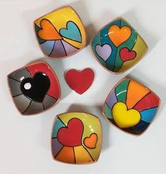 Stone Crafts, Rock Crafts, Ceramic Painting, Ceramic Art, Ceramic Incense Holder, Wall Painting Decor, Pottery Painting Designs, Painted Rocks Craft, Clay Art Projects