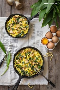 spaetzle frittata with wild garlic & oyster Veggie Recipes, Pasta Recipes, Cooking Recipes, Healthy Recipes, Ravioli, Gnocchi, Homemade Pasta, I Love Food, Healthy Cooking