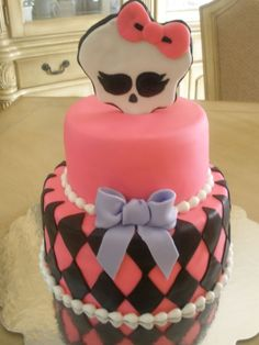 - Monster High Cake