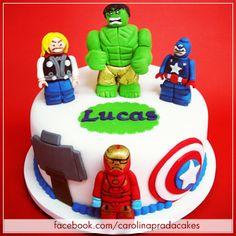 Bolo Lego Avengers! Liiiinnndo!!! =)  #carolinapradacakes #cakes #fondant