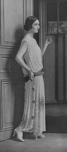 Jean Patou Evening Gown, Who could not love this Legend? Thank You for the Pin! Style Année 20, 1920s Style, Vintage Style, Jeanne Paquin, Vintage Dresses, Vintage Outfits, Jean Patou, 1920s Fashion Women, 1920s Outfits