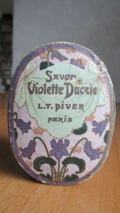 boite a savon poudre ancienne Savon violette Ducale LT PIVER Makeup Vintage, Vintage Vanity, Vintage Perfume, Vintage Beauty, Vintage Fashion, Sweet Violets, Lipstick Case, Tin Boxes, Pansies