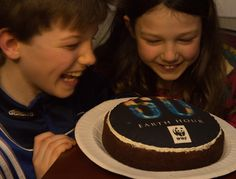 Celebrated by WWF International Staff in 2013 / THE Earth Hour cake By Liz Schmid