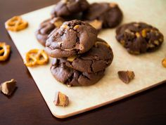 Your family will love these peanut butter pretzel cookies for the Holidays from Sally Baking Addiction.