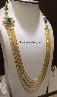 Chandraharam with Diamond Side Pendant photo Gold Bangles Design, Gold Jewellery Design, Gold Jewelry Simple, Bridal Jewelry Sets, Indian Jewelry Sets, India Jewelry, Temple Jewellery, Glamour, Beaded Jewelry