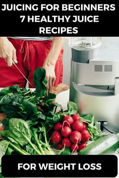 Looking for juicing recipes for beginners? This guide to juicing for weight loss and detoxing has you covered! 7 healthy detox juice recipes, including the popular fat burning green juice, immunity building juice, and more tips to help you decide if you want to start a healthy food detox juice cleanse to kickstart your weight loss plan! #juicing #detox #naturaldetoxtips #antiinflammatory #greenjuice Best Juicing Recipes, Healthy Juice Recipes, Healthy Detox, Healthy Juices, Healthy Recipes For Weight Loss, Detox Recipes, Clean Eating Recipes, Healthy Eating, Healthy Food