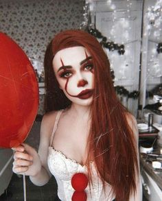Want to be a clown this Halloween? Haven't decided on makeup? Then we are here to help! We have found 43 of the best clown makeup ideas. Maquillage Halloween Clown, Clown Halloween Costumes, Halloween Eye Makeup, Halloween Eyes, Halloween Looks, Halloween 2019, It Clown Costume, Halloween Photos, Vintage Halloween