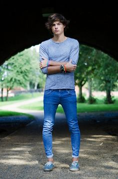 It's a blue affair this summer - Royal blue? That's HAWT. (Picture from mensfashionworld.tumblr.com)