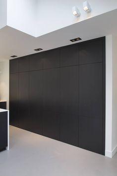 MHO_keukenkaternKembra_004 Wall Wardrobe Design, Wardrobe Door Designs, Wardrobe Doors, Bedroom Wardrobe, Closet Designs, Kitchen Cabinets Sliding Doors, Bedroom Cupboards, Home Room Design, Living Room Designs