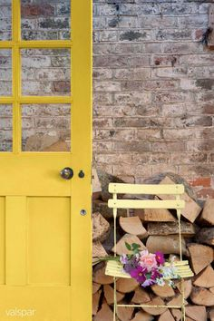 Daffodils really capture the vitality and optimism of spring. So, with the clocks going forward tonight, what other colour could we possibly have chosen for this week's Home Tones than daffodil yellow?