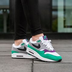 pretty nice fd1ae dab40 Nike Wmns Air Max 1 (White   Black - Wolf Grey - Clear Emerald)