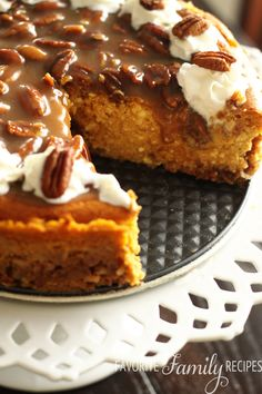 Pumpkin Cheesecake with Praline Pecan Topping - Why make 3 separate desserts when you can make one, extra delicious dessert? This pumpkin cheesecake combines pumpkin pie, cheesecake, and pecan pie! Pumpkin Dessert, Pumpkin Cheesecake, Cheesecake Recipes, Raspberry Cheesecake, Oreo Cheesecake, Dessert Crepes, Coconut Dessert, Dessert Shots, Just Desserts