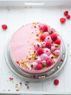 Himbeer-Pistazien-Torte (Entremet framboise-pistache) (Französisch Kochen by Aurélie Bastian) A Food, Food And Drink, Diy Wedding Cake, Cake & Co, Snacks Für Party, Nutrition Tips, Sorbet, Cake Designs, Parfait