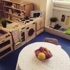 Home corner role play area Classroom Layout, New Classroom, Classroom Design, Dramatic Play Area, Dramatic Play Centers, Daycare Rooms, Home Daycare, Play Corner, Corner House