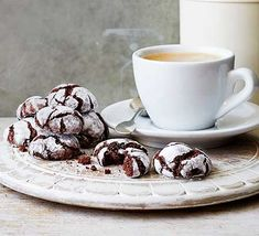 Use storecupboard ingredients to make these moreish chocolate fudge crinkle biscuits. They make the perfect partner to a coffee as an afternoon treat Chocolate Cherry Cookies, Easy Chocolate Fudge, Chocolate Sponge Cake, Chocolate Crinkles, Chocolate Biscuits, Chocolate Recipes, Chocolate Tarts, Biscuit Cookies, Biscuit Recipe