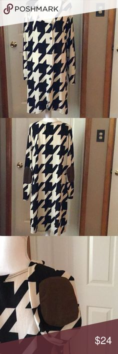 LADIES LONG SLEEVE DUSTER CLOSET CLEAROUT 10% OFF REBORN BRAND. LADIES LONG SLEEVE DUSTER.  BLACK AND CREAM. BROWN PATCHES ON ELBOW. SIZE 3XL.  SCOOP NECK.  BUTTONS DOWN THE FRONT. A VERY CUTE PIECE. REBORN Other