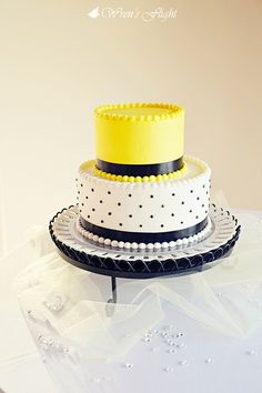 yellow and black wedding cake--- so going to do this! but with yellow and blue