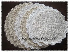 Prinsessajuttu: Kattausliinat (ohje) Crochet Carpet, Crochet Home, Knit Crochet, Princess Stories, Doilies, Coasters, Mandala, Crochet Patterns, Plaid