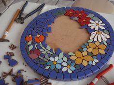 Risultati immagini per mosaic Mosaic Pots, Mirror Mosaic, Mosaic Diy, Mosaic Garden, Mosaic Crafts, Mosaic Projects, Mosaic Glass, Mosaic Tiles, Tiling