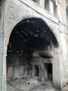 A burned out khān-like building in the heart of Old Mosul. You can seea Seal of Solomon with dot in the middle. Seal Of Solomon, King Solomon, Prophets And Kings, Symbols Of Islam, Dutch Language, Islamic Studies, Islamic World, He Is Able, 14th Century