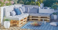 Cushions for pallet: good deals spotted at Auchan and Carrefour - bench Table Palette, Pallet Sofa, Outdoor Furniture Sets, Outdoor Decor, Bench, Cushions, Exterior, Interior Design, Best Deals