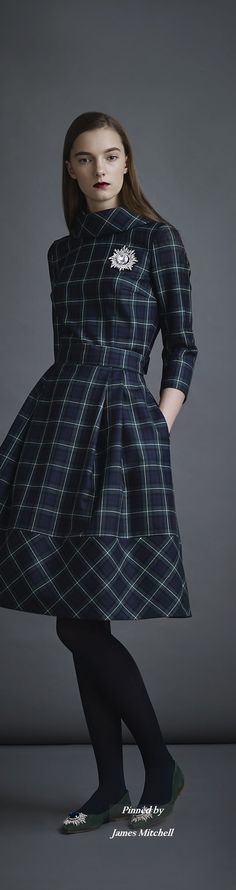 Hat black outfit shoes 39 new ideas Tartan Fashion, Boho Fashion, High Fashion, Autumn Fashion, Vintage Fashion, Fashion Design, Style Russe, Mode Simple, Tartan Dress