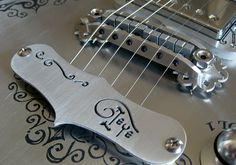 "Olha isto  Guitarra customGuitarra custom [one_half padding=""1px 1px 1px 1px""] // [/one_half]  [one_half_last padding=""1px 1px 1px 1px""] // [/one_half_last] Fala galera, fi..."