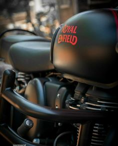 Royal Enfield Classic 350cc, Royal Enfield Wallpapers, Royal Enfield India, Leather Kits, Ab De Villiers, Royal Enfield Bullet, Retro Motorcycle, Moto Bike, Secret Love