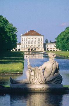 Schloss Nymphenburg. Wunderschönes Schloss, Garten zum Entspannen mit vielen Enten, Schwänen. Eine Oase in München.