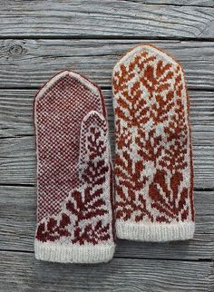 Crochet Patterns Mittens Ravelry: Project Gallery for October Leaves pattern by Natalia Moreva Knitted Mittens Pattern, Knit Mittens, Knitted Gloves, Knitted Dolls, Knitting Charts, Knitting Patterns, Crochet Patterns, Fair Isle Knitting, Knitting Accessories