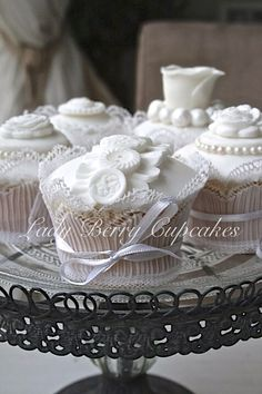 Lace Button Wedding Cupcake Design by Lady Berry Cupcakes