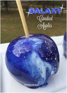 Find some of the best candy apple recipes for candy apples. Includes a delicious cinnamon candy candy apple recipe and even a candy apple for Halloween! Halloween Candy Apples, Halloween Treats, Candy Melts, Diy Galaxie, Colored Candy Apples, Galaxy Desserts, Galaxy Apples, Galaxy Crafts, Gourmet Caramel Apples