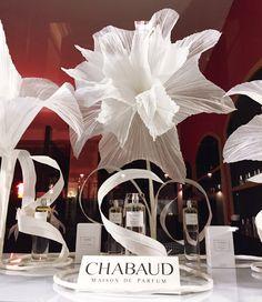 Silk Paper Showcases by Maryse Dugois, paper artist Window Display Design, Shop Window Displays, Store Displays, Giant Paper Flowers, Big Flowers, Wedding Window, Perfume Display, Flower Window, Visual Display