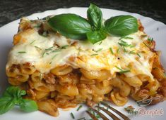 Tejszínes rakott tészta darált hússal, sajttal | TopReceptek.hu Hungarian Recipes, Pasta Recipes, Risotto, Macaroni And Cheese, Recipies, Food And Drink, Healthy Recipes, Baking, Penne