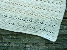 Kat Kat Katoen: Monochrome baby blanket - Free pattern in Dutch and English Crochet Afghan Stitch, Baby Afghan Crochet, Irish Crochet, Crochet Granny, Crochet Baby Cardigan, Baby Scarf, Crochet Amigurumi Free Patterns, Crochet Blanket Patterns, Crochet Blankets