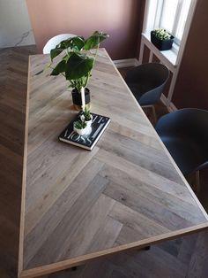 Hei, og god onsdag til dere ♥ Jeg skulle vært på trening og kontoret for le. Table Palette, Diy Dining Room Table, Dining Tables, Wood Table Design, Wood Table Tops, Diy Table Top, Diy Esstisch, Plank Table, Diy Farmhouse Table
