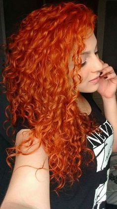 Type: Brazilian Hair, Human Hair Suitable Dying colors: orange Texture: curly Length: long Wigs type: full lace Wigs Can be permed: yes Hair Color: orange WIG Short Red Hair, Red Hair Woman, Beautiful Red Hair, Red Hair Color, Red Orange Hair, Messy Hairstyles, Baddie Hairstyles, Redheads, Hair Inspiration