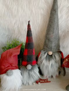 Learn to how make your own DIY Christmas gnomes. Tutorial for no sew sock version as well as DIY gnomes using simple sewing. ideas christmas How to Make Christmas Gnomes: Sew and No Sew (Sock) Instructions ⋆ Love Our Real Life Christmas Sewing, Diy Christmas Gifts, Christmas Projects, Handmade Christmas, Sewing Patterns Free, Free Sewing, Sewing Tips, Sewing Hacks, Sewing Tutorials