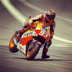 Slowing from 220mph+...you've gotta love the skill,Courage .... and carbon fibre brake discs...Marc Marquez