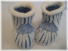 Ravelry: Blue Steps - Baby Booties pattern by Regina Willer - free english and german pattern available Crochet Baby Boots, Knit Baby Booties, Baby Afghan Crochet, Knit Crochet, Crochet Mittens Free Pattern, Baby Knitting Patterns, Baby Patterns, Ravelry, Knitting For Kids