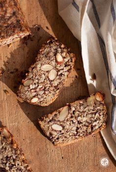 SuperfoodSamstag mit einem Rezept für das berühmte life-changing Bread von Sarah Britton mit Chia und Hanf Samen