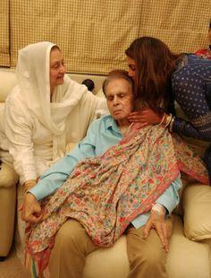 Priyanka Chopra visits veteran actor Dilip Kumar