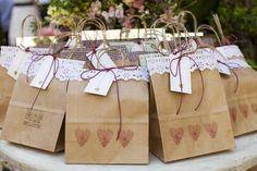 Presente padrinhos Origami Gifts, Craft Bags, Gift Packaging, Corsage, Rapunzel, Scrapbooks, Wedding Favors, Wedding Ideas, Rustic Wedding