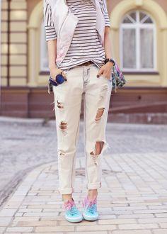 #floralprint #floral #printmix #pastel #sonyakaramazova #stripes #boyfriendjeans #sneakers #ombre #superga