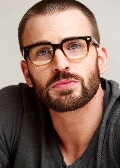 Chris Evans beard style comes under the short beard style which is really easy to maintain. Chris Evans Haircut, Chris Evans Beard, Chris Evans Funny, Robert Evans, Short Beard, Chris Evans Captain America, Steve Rogers, Beard Styles, Hair Styles