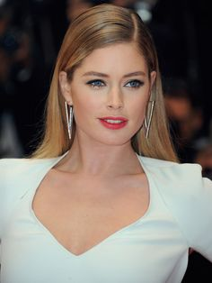 doutzen kroes and her berry stained lip, gold shimmery eyeshadow and fluttery lashes. #cannes