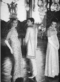 L'ÂGE D'OR DE LA HAUTE COUTURE : PIERRE BALMAIN (1914-1982) Robes du soir - photo 1966
