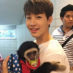 Here's Henry Lau with a monkey. This picture proves to be more adorable to me than i could put into words. Siwon, Leeteuk, Heechul, Henry Lau, Korean K Pop, Korean Wave, Super Junior, Last Man Standing, Korean Boy Bands