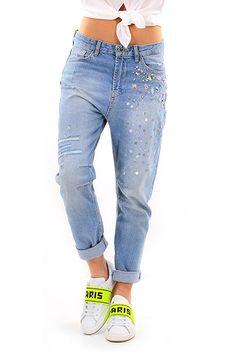 Twin Set Jeans - Jeans - Abbigliamento - Jeans modello boyfriend a cinque tasche. Dettagli consumati sulla lunghezza ed applicazione di pietre dure e paillettes sul davanti. - UNICO - € 184.00